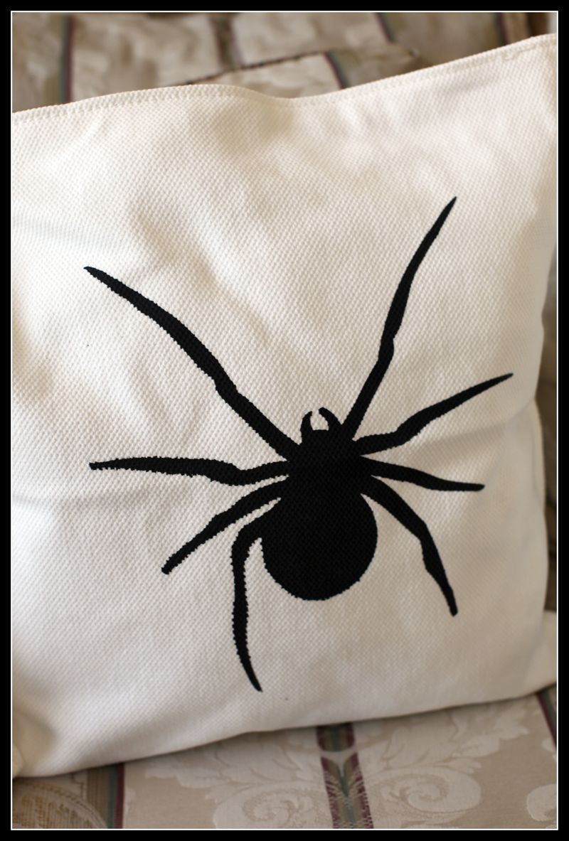 TC Chic & Scary SPIDER YUDU pillow