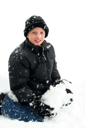 Snowty_holding_snow