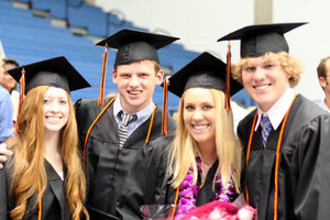 Taylor_graduation_w_friends